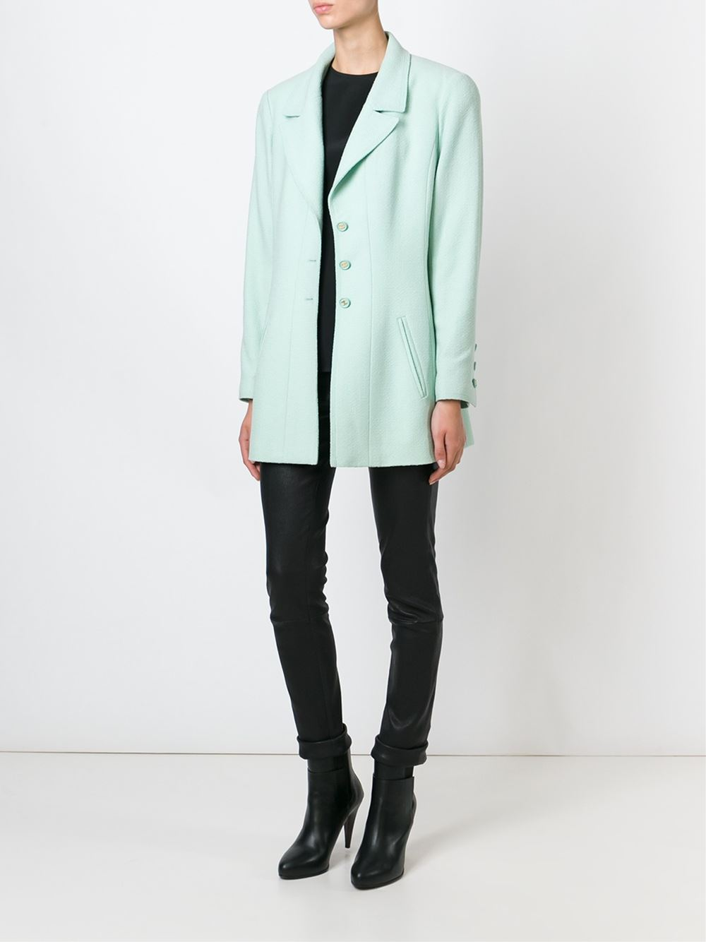 chanel-vintage-boucle-knit-blazer_thecolorharmony